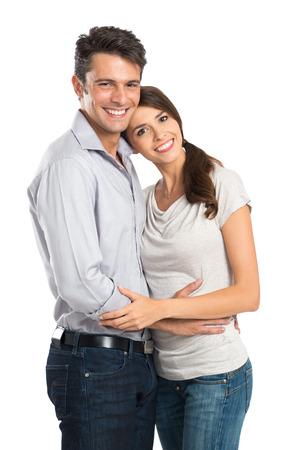 흰색 배경 위에 절연 행복 한 젊은 커플의 초상화