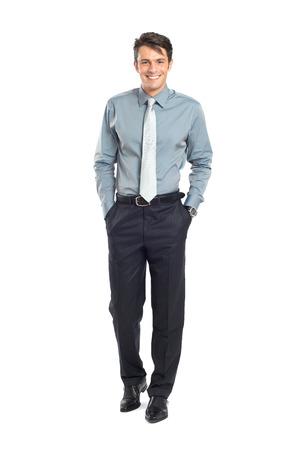 白い背景で隔離のポケットに手で確信している実業家