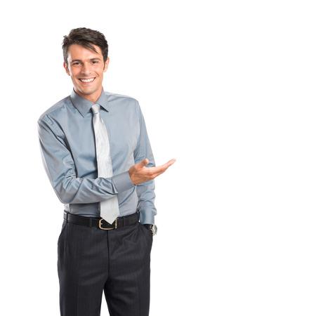 persona: Hombre de negocios feliz joven que muestra Iaolated En El Fondo Blanco