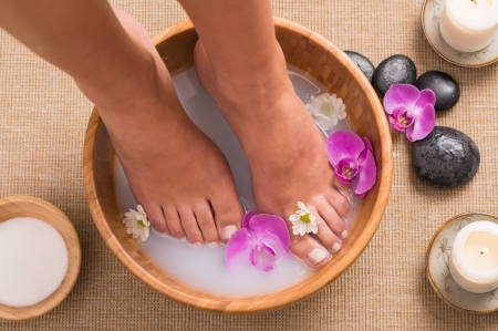 feet relaxing: Footbath With Orchid