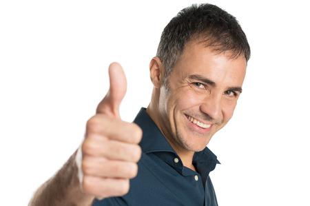 満たされる白い背景で隔離 Ok サインを身振りで示す正男