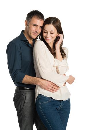 embracing couple: Retrato De Una Pareja Abrazar Aislado En Blanco Foto de archivo