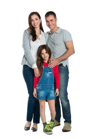 dadã  daughter: Retrato de una familia feliz mirando a la cámara aislada en blanco