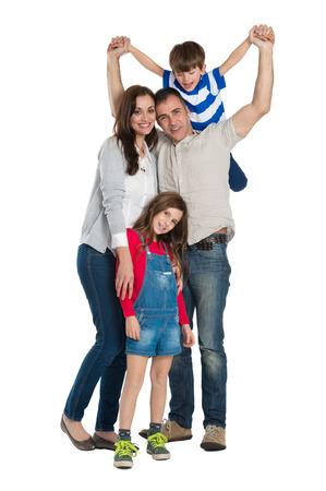 Portret van een gelukkige familie die op Wit