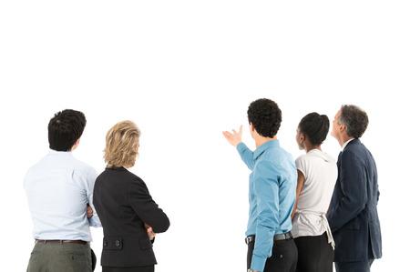 reunion de trabajo: Colega que mira la pantalla de proyección