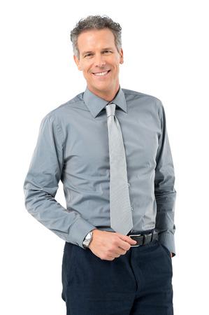 白い背景で隔離のカメラを見て穏やかなビジネスマンの肖像画 写真素材
