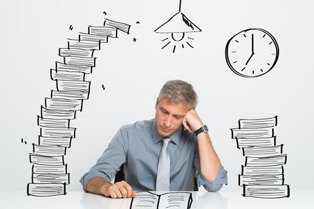 frustrace: Unavený podnikatel práce a studium až do pozdního V Office Reklamní fotografie