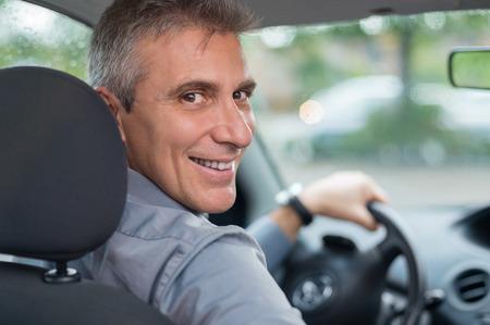 chofer: Retrato de un empresario maduro Conducci�n de autom�viles feliz para ir a trabajar Foto de archivo