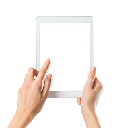 blanc: Gros plan d'une femme taper un texte sur tablette numérique isolé sur écran blanc. Fille tenant un ordinateur de poche avec écran blanc. Mains des femmes titulaires d'un digitaltablet moderne avec un écran.