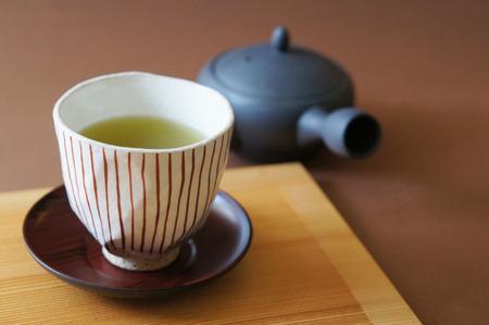カップと日本の緑茶