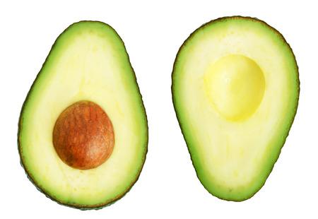 Avocado: Dos rebanadas de aguacate aislados en el fondo blanco. Una rebanada con el núcleo. Elemento de diseño para la etiqueta del producto.