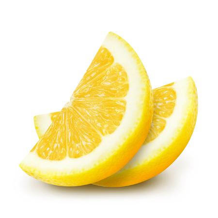 흰 배경에 고립 된 육즙 노란색 레몬 섹션