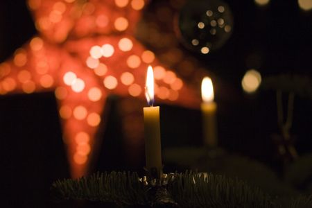 snugly: beeswax candles on a christmas tree - romantic lighting