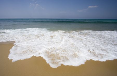 d'argent: lonely beach with gentle waves - atlantic ocean, cote dargent, france -  Stock Photo