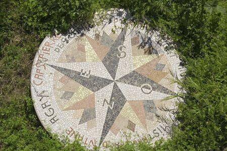 puntos cardinales: antigua rosa de los vientos - Saint-Tropez, francia
