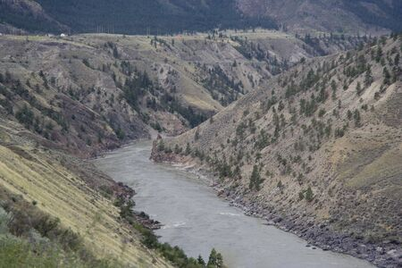 fraser river: Fraser River Valley surrounded by mountains – South Cariboo, British Columbia, Canada
