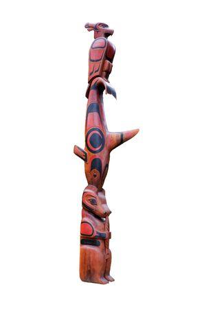 T�tem - Parque Nacional de la Cuenca del Pac�fico, la isla de Vancouver, Columbia Brit�nica, Canad� - T�tem Ucluelet de la Primera Naci�n en el South Beach Trail con un thunderbird, orca, un oso y el salm�n Foto de archivo - 4749216