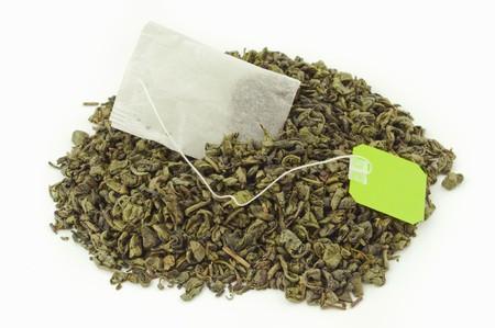 herbolaria: Hojas de t� bolsa dentro de un montaje de secas de t� verde