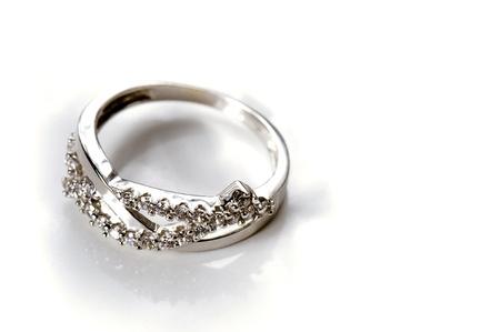 anillo de compromiso: Anillo de compromiso de oro blanco con varios diamantes