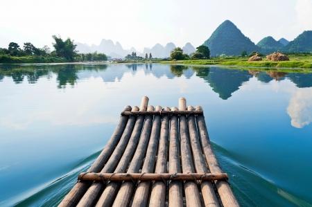 bambu: Balsa de bamb� en el r�o Li, Guilin - Yangshou en China