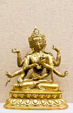 hinduismo: Mitológica hindú dios tradicional estatuilla de bronce en el mineral