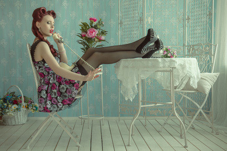 Pin-up girl in vintage room. American style 스톡 콘텐츠