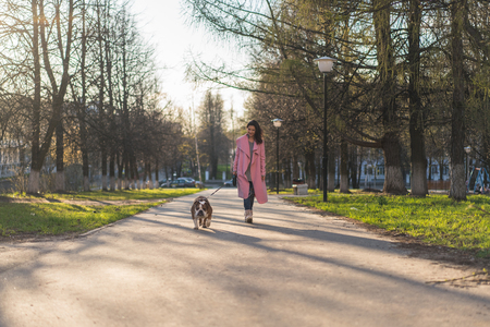 Stylish woman with her dog in the park 스톡 콘텐츠
