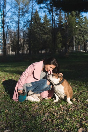 Beautiful young woman with her dog in the park Stockfoto