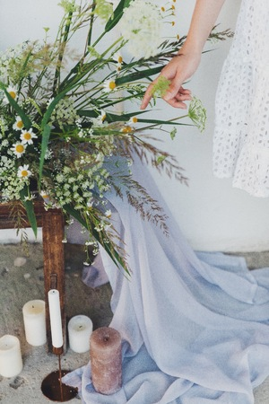 Bride with field flowers. details Stockfoto