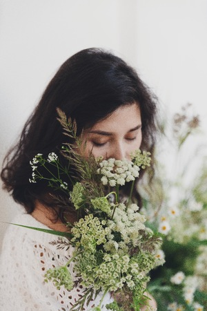 Bride with field flowers bouqet