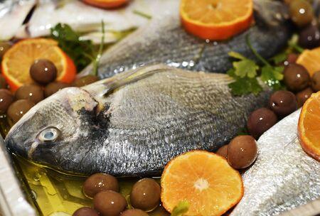 mediterranea: Orata al forno con le olive, un piatto prelibato della cucina mediterranea-