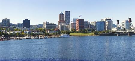 Portland OR Marina & Skyline.  Imagens