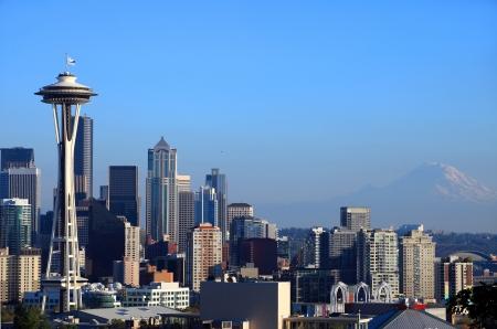 Seattle skyline & Mt. Rainier, Washington state. Stock Photo - 9599123