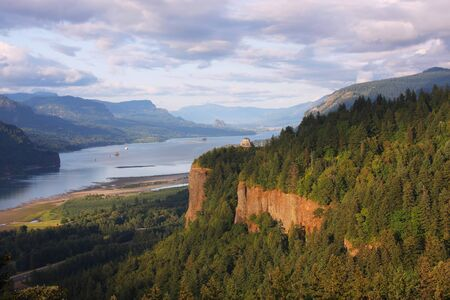 vista: Vista House & Columbia Gorge OR.
