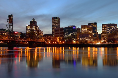 Portland Oregon skyline at dusk.  版權商用圖片