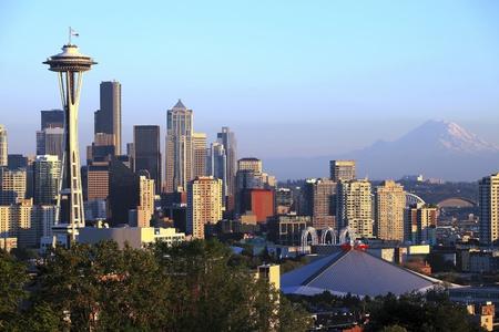 seattle: El horizonte de Seattle en la puesta del sol, el estado de Washington