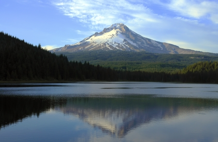 mt: Mt  Hood and Trillium lake at sunset Oregon