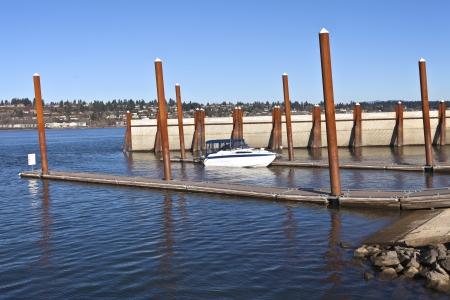 Barco en plataformas de madera de lanzamiento Foto de archivo - 25524798