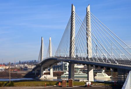 Portland Oregon new Tilikum crossing and pedestrian bridge under constructio. Imagens