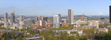 portland oregon: Portland Oregon city panorama buildings and surrounding areas.
