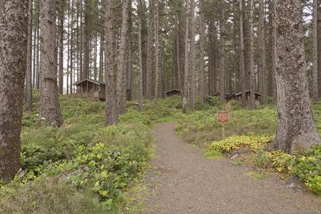 Coastline cabins for rent at the Oregon coast. 版權商用圖片 - 63592466