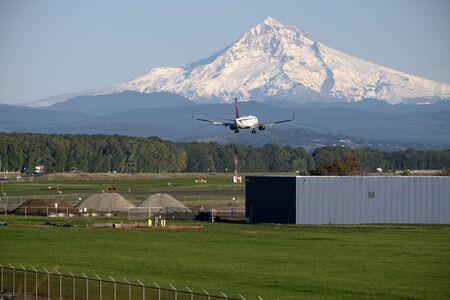 Aircraft landing at PDX Portland airport and Mt. Hood.