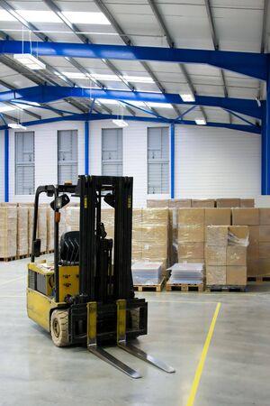 warehouse interior: Warehouse Interni E Forklift Archivio Fotografico