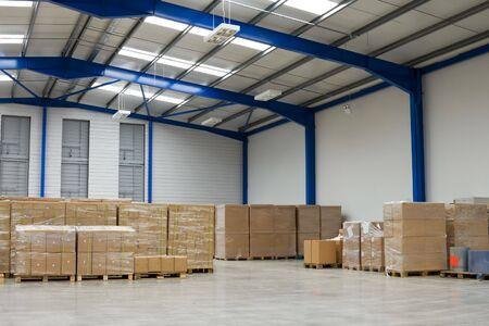 warehouse interior: Interni di magazzino industriale
