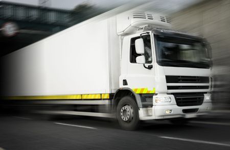 frigo: r�frig�rateur blanc camion en mouvement  Banque d'images
