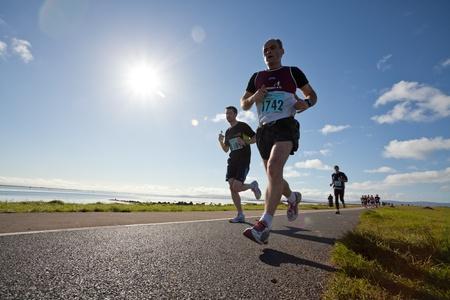 breen: Galway, Irlanda - 6 ottobre: ??Mark Breen (1742) e di altri atleti competere durante annuale Galway Bay Half Marathon e 10K, il 6 ottobre 2012 a Galway, in Irlanda.