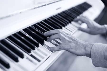 multy: Lerning to Play white piano with multy coloure keys