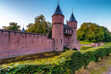 castillo medieval: pared de castillo de castillo cerca de Utrecht Editorial