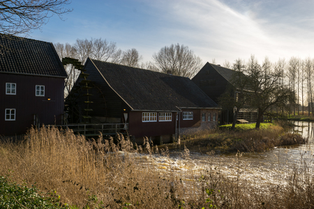 molino de agua: Molino de agua pintado por Van Gogh en Nuenen