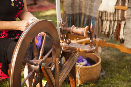 woman at spinning wheel making yarn Reklamní fotografie - 32611762